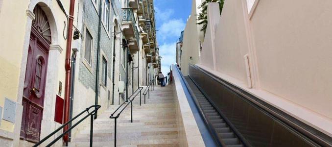 Escadas rolantes que ligam Martim Moniz ao castelo abriram ao público